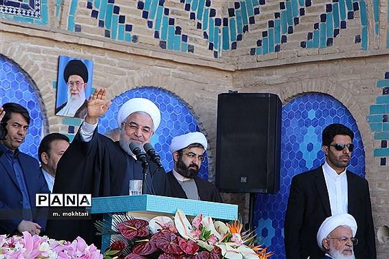 دیدار و سخنرانی  رئیس جمهور درجمع مردم یزد
