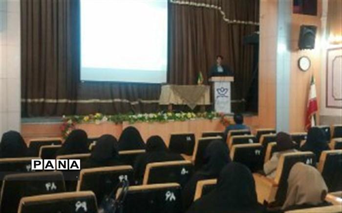 برگزاری 8 کارگاه برنامه ویژه مدرسه در استان