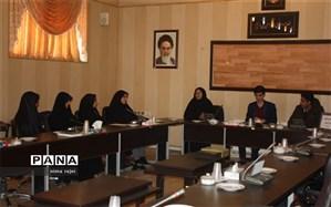 نشست مشترک اعضاء مجلس و مجمع سازمان دانش آموزی ابرکوه برگزارشد.