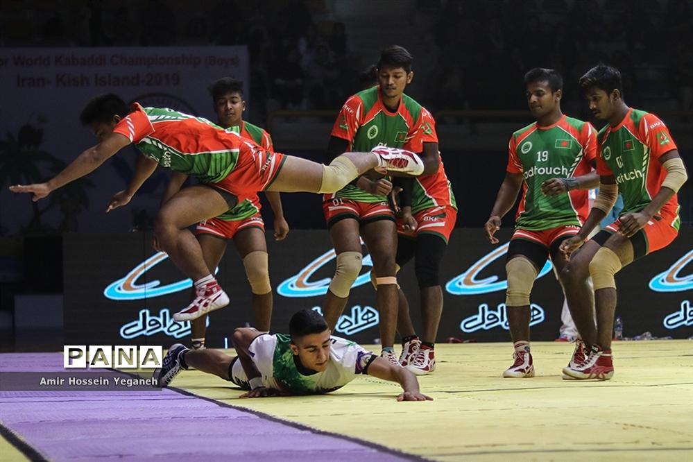 بازی ایران و بنگلادش در نیمه نهایی مسابقات کبدی قهرمانی جوانان جهان