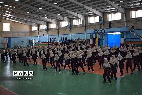 برگزاری آیین افتتاحیه المپیاد درون مدرسهای به صورت قطبی در مجموعه ورزشی غدیر شهرستان اردکان