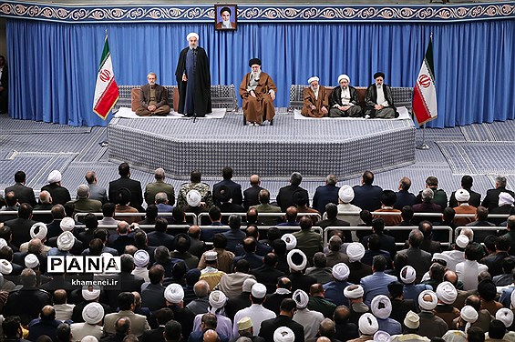 دیدار مسئولان نظام و میهمانان کنفرانس وحدت اسلامى با مقام معظم رهبری