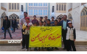 شرکت دانش آموزان دبستان حضرت قاسم (ع)ناحیه یک یزد در نماز جمعه