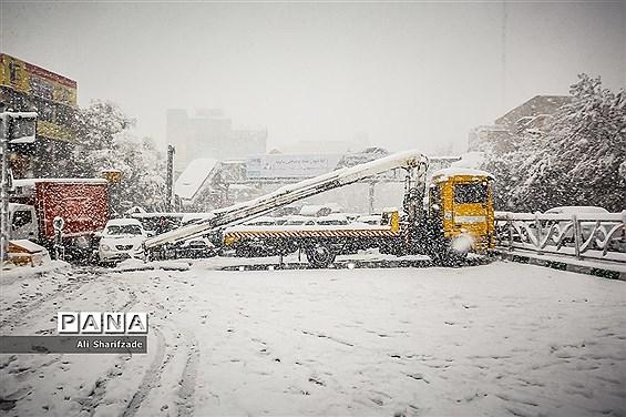 حجم بارش برف دربرخی از نقاط شمال تهران به ۴۰ سانتی متر میرسد