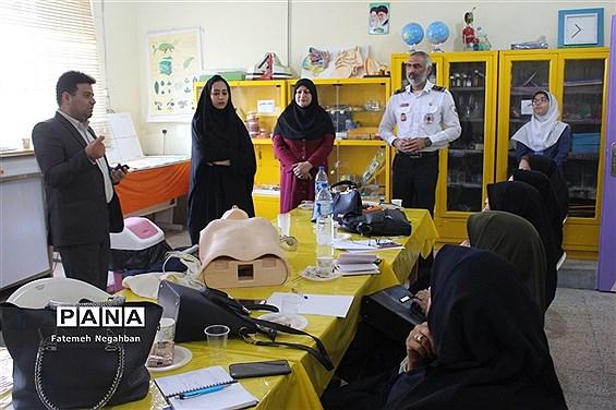 کارگاه آموزشی مانور زلزله جهت مربیان بهداشت در بوشهر