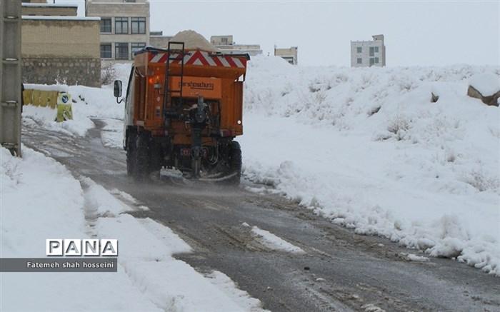 برف شهرستان فیروزکوه را سفید پوش کرد