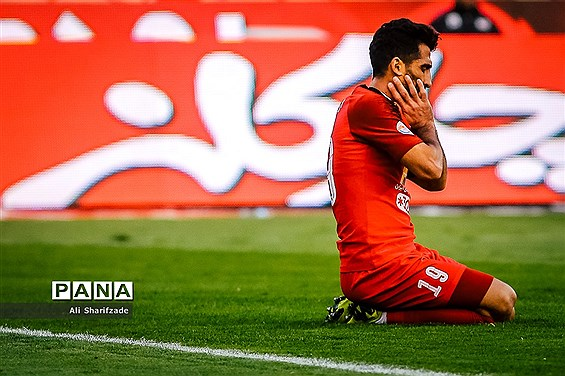 دیدار تیم های فوتبال پرسپولیس تهران و نفت مسجد سلیمان