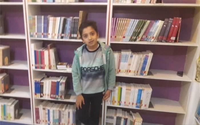 پسر ۱۰ ساله اردکانی تاکنون ۲۰۰۰ جلد کتاب خوانده است