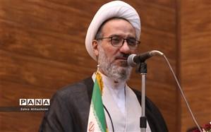 کرمانی: نماز محک بندگی است