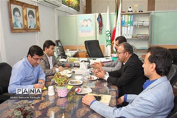 نشست مشترک کمیته امداد امام خمینی ( ره ) و سازمان دانشآموزی استان بوشهر