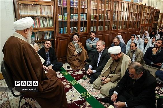 پاسخگویی امام جمعه قزوین به سئوالات دانش آموزان