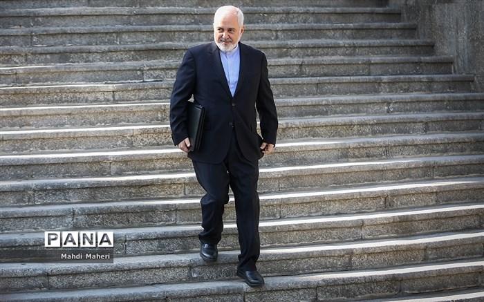 ظریف: اگر استعفا داده بودم اینجا نبودم