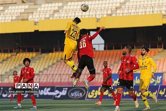 دیدار تیمهای نود ارومیه و تراکتورسازی تبریز در مرحله یک هشتم نهایی جام حذفی باشگاه های کشور