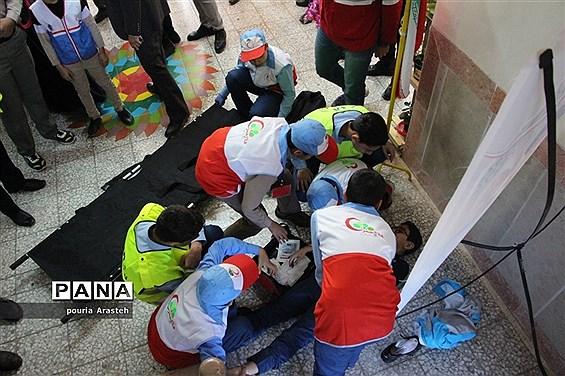 بیست و یکمین مانور سراسری زلزله و ایمنی درآموزشگاه شهید مطهری بیرجند