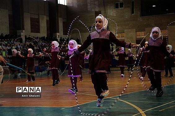 آیین افتتاحیه نمادین کشوری انجمن های ورزش دانشآموزی درون مدرسهای