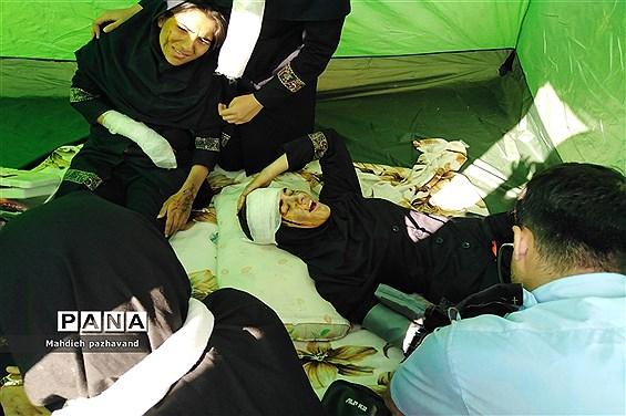 اجرای بیست و یکمین مانور زلزله در دبیرستان دخترانه شاهد 14  ناحیه 4 استان فارس