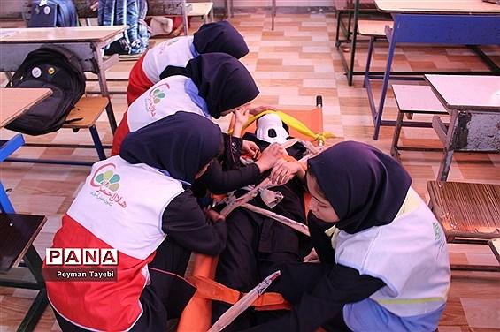 بیست و یکمین مانور سراسری زلزله در دبیرستان راه زینب سمنان