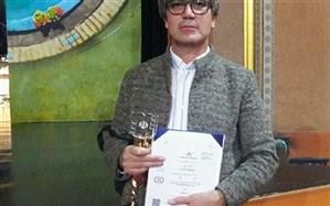 معلم فیلم ساز کردستانی تندیس زرین چهل و نهمین جشنواره بین المللی فیلم رشد را کسب کرد