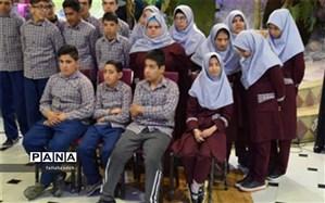 مراسم دورهمی دانش آموزان معلول آموزشگاه استثنائی ایثار ابرکوه  برگزار کردند
