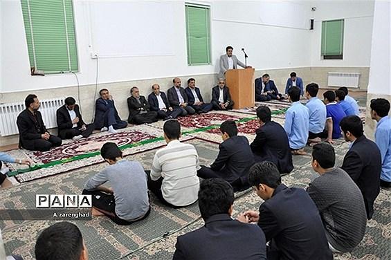 بازدیدمدیرکل آموزش و پرورش استان یزد از هنرستان نمونه دولتی خادمی