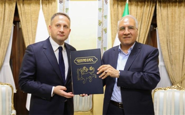 سفیر لهستان از شهردار اصفهان به دلیل برپایی نمایشگاه گرافیک لهستانیها در اصفهان تشکر کرد