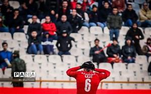 شعار علیه قلعهنویی و استقلال در ورزشگاه آزادی