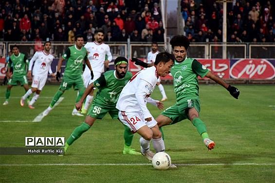 دیدار تیمهاى فوتبال تراکتورسازى و ماشین سازى در تبریز