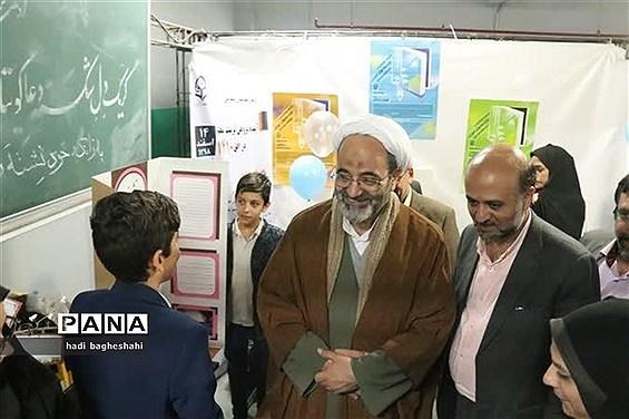 بازدیدذوعلم از نمایشگاه دستاوردهای پژوهشی در یزد