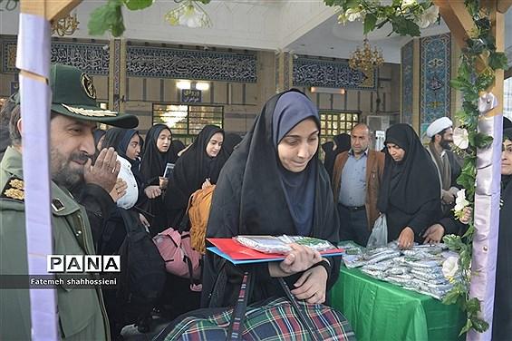 اعزام کاروان راهیان نور دختران شهرستان فیروزکوه به مناطق عملیاتی جنوب کشور