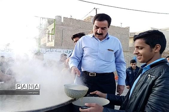 پخت آش نذری توسط دانشآموزان دبیرستان امیرکبیر ابرکوه