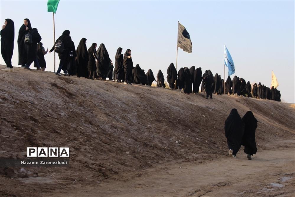 بازدید دانشآموزان دختر ناحیه 4 شیراز از مناطق جنگی