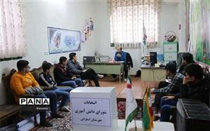 انتخابات شورای دانش آموزی نماد خود باوری دانش آموزان