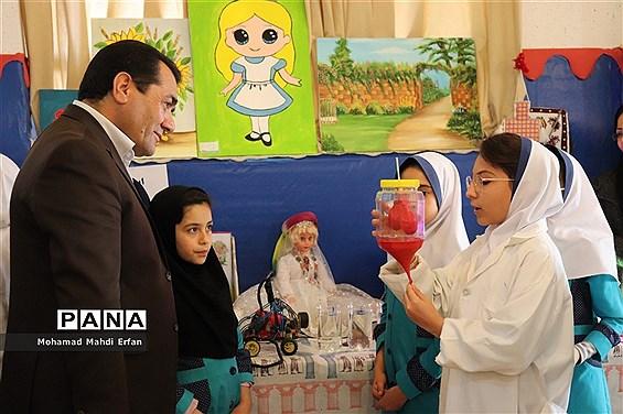 برگزاری نمایشگاه هفته پژوهش در مدارس آباده