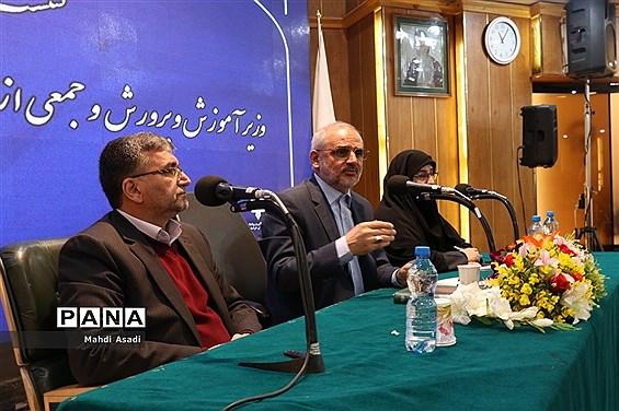 نشست صمیمانه وزیر آموزش و پرورش با جمعی از فرهنگیان خراسان رضوی