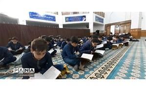برگزاری مراسم ختم قرآن کریم با حضور دانش آموزان دبیرستان امید انقلاب ناحیه یک اردبیل