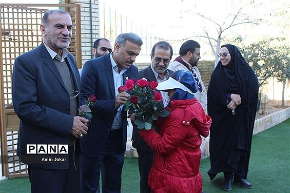 بازدید مشاور رئیس سازمان دانش آموزی کشور از مدرسه تمام تشکیلاتی گندم شهرستان مرودشت