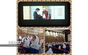 استقبال دانش آموزان  کاشمر ازاکران فیلم منطقه ی پرواز ممنوع