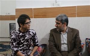 دیدار با مدافعان حرم تداعی  کننده خاطرات ایثارگری ها و ادامه راه شهدا و جانبازان است