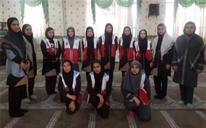 طرح لاله های روشن به یاد شهدا، توسط اعضای کانون های دانش آموزی هلال احمر کرج در مدارس البرز اجرا شد