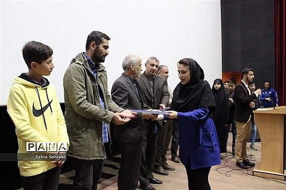 تجلیل از داوران نوجوان سی و دومین جشنواره فیلم های کودک و نوجوان در اسلامشهر
