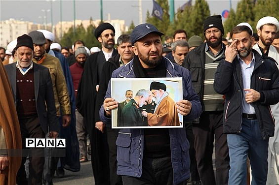 راهپیمایی مردم پردیسان قم به مناسبت شهادت حاج قاسم سلیمانی
