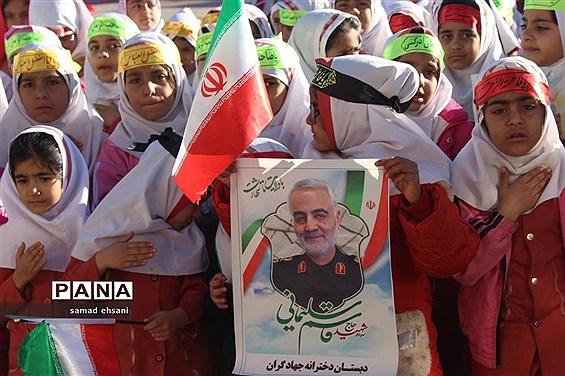 عزاداری دانش آموزان پیشتاز مدرسه جهادگران یاسوج در سوگ سردار دلها