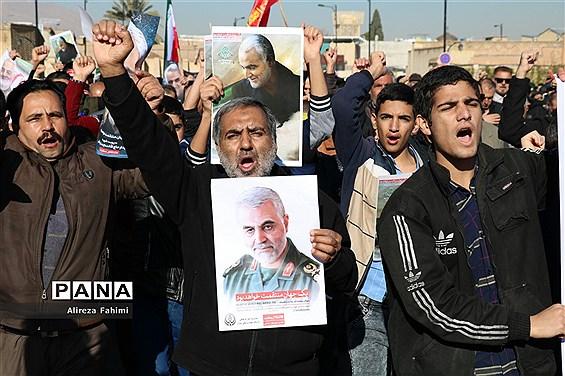 راهپیمایی عظیم مردم شیراز در پی شهادت سردار سپهبد قاسم سلیمانی