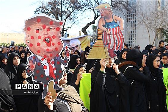راهپیمایی مردم شیراز در مراسم بزرگداشت سردار شهید حاج قاسم سلیمانی