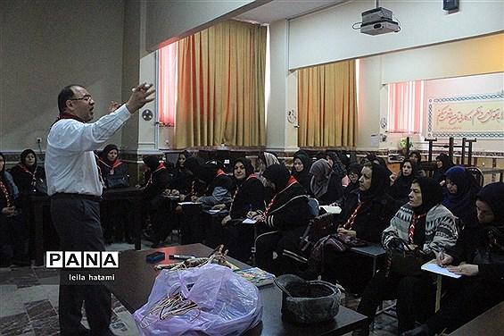 دوره  آموزشی ضمن خدمت مربیان پیشتاز جدید الورود ناحیه 3 تبریز