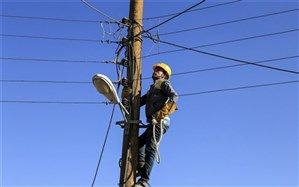 سقوط هشت تیر چراغ برق و ایجاد ترافیک در یزد