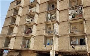 استرس سکونت در یک ساختمان در حال ریزش