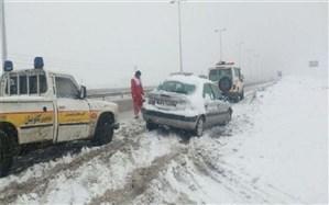 بارش برف، مسیرهای روستایی تفت را مسدود کرد