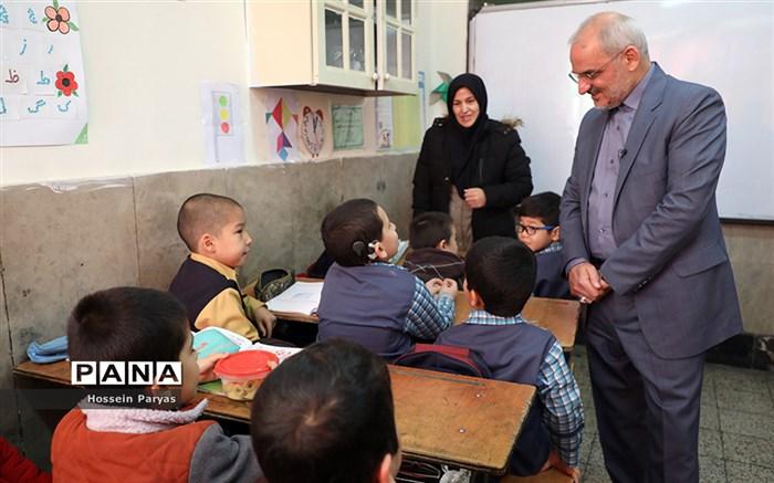بازدید سر زده وزیر آموزش و پرورش از مدارس