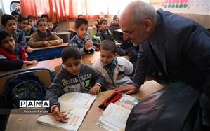 حاجیمیرزایی: دانشآموزان افغانستانی بدون تبعیض و مرزبندی در کنار ایرانیها تحصیل میکنند